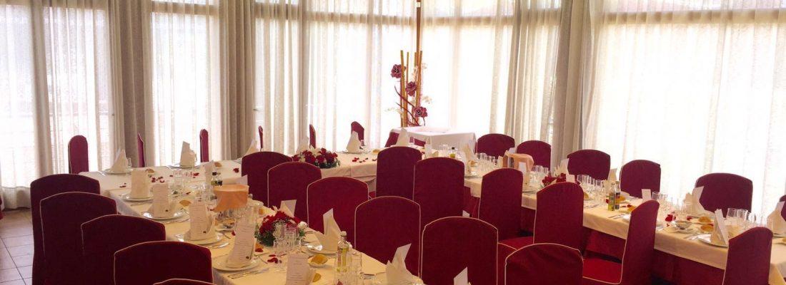 Salón pequeño, mesas en U 1