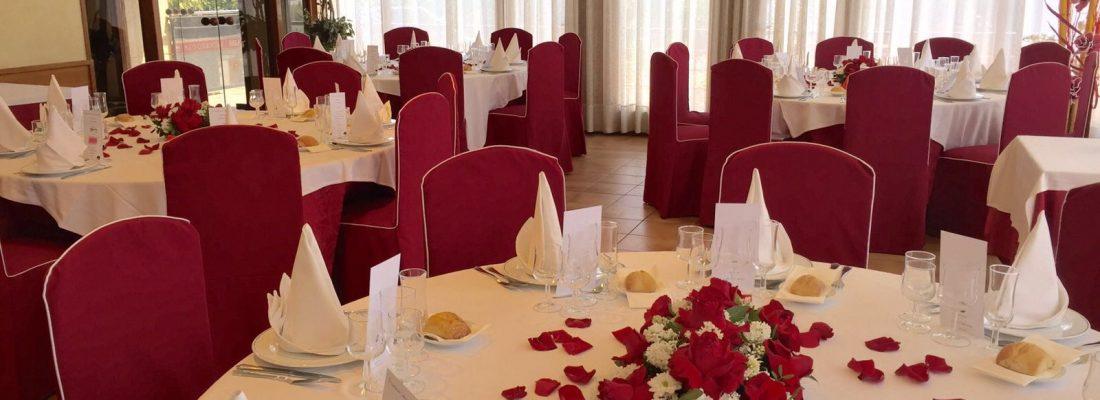 Salón pequeño, mesas redondas 2